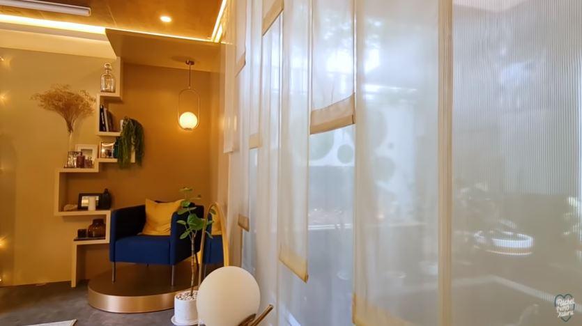 penampakan review room rachel vennya © YouTube