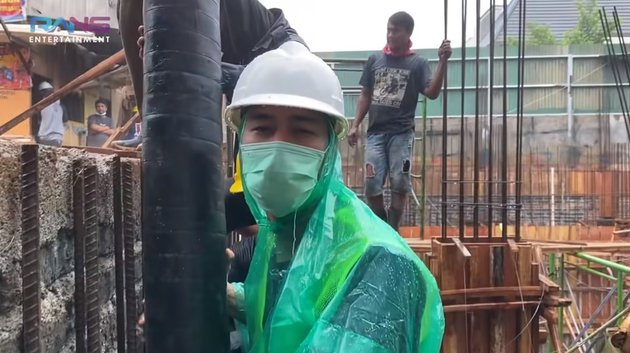PotretRaffi Ahmad ikut bangun basement rumah © YouTube