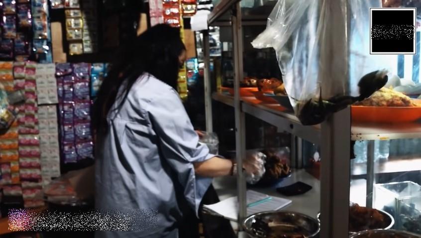 Momen Jennifer Jill makan di warteg berbagai sumber