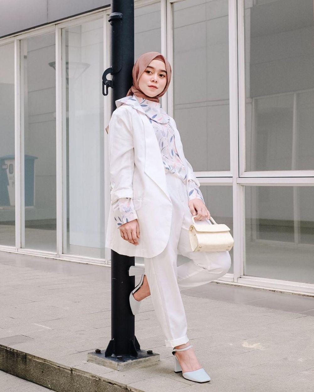 Gaya OOTD Lesty Kejora makin stylish © Instagram