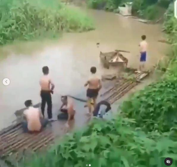 wc darurat desa hanyut Instagram
