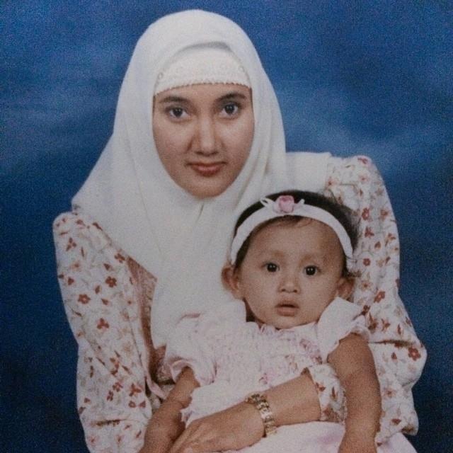 potret penyanyi dan ibu © berbagai sumber