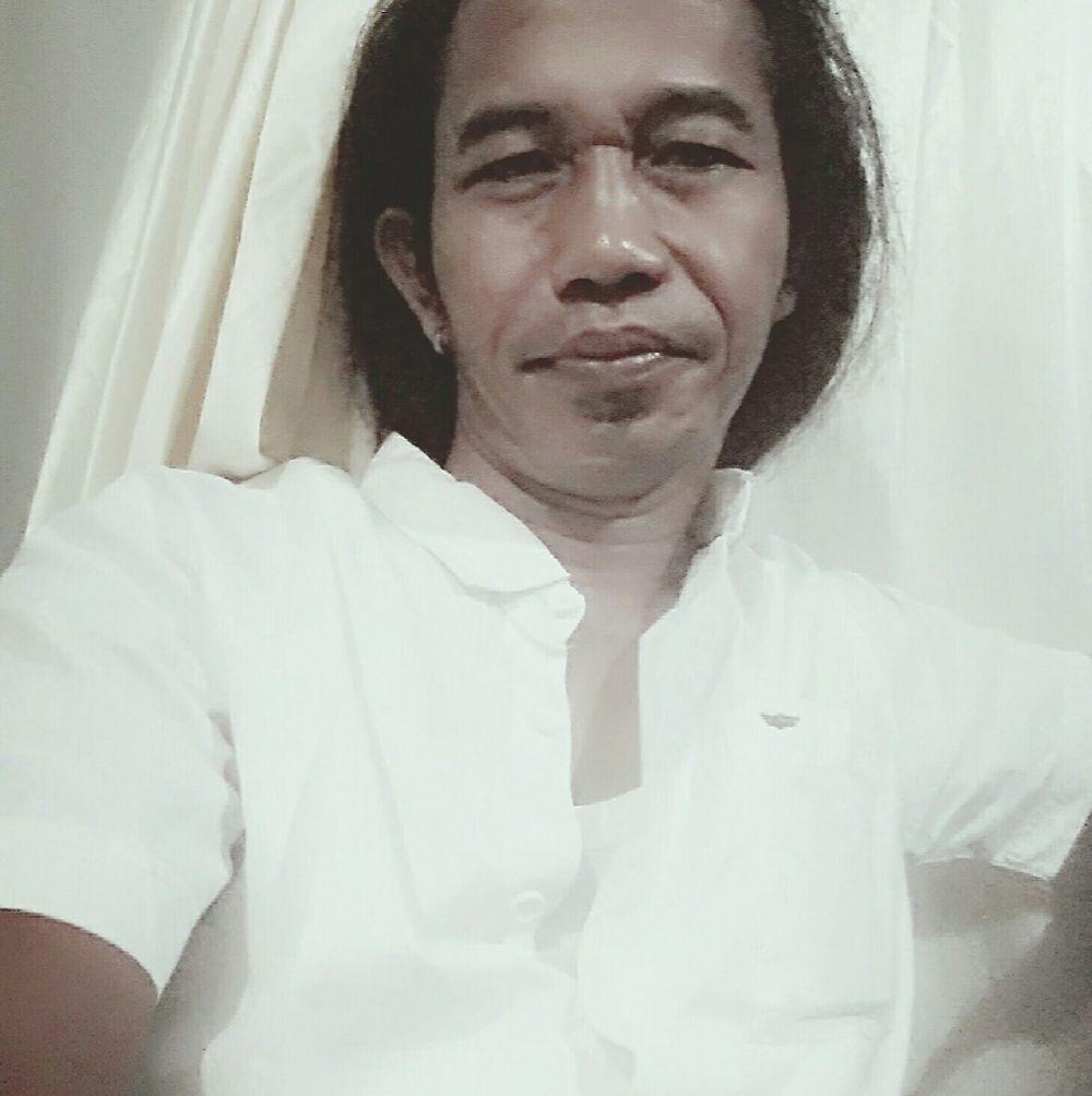 Jokowi mirip pria gondrong © Facebook