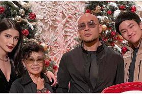 8 Momen Deddy Corbuzier & Sabrina ikut rayakan Natal bareng keluarga
