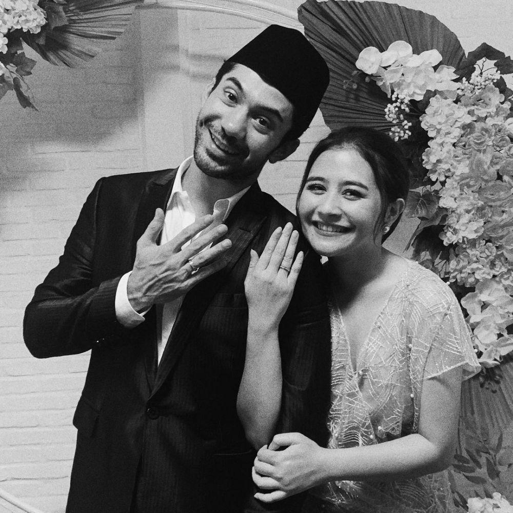 Momen Prilly Latuconsina dan Reza Rahadian di web series © Instagram