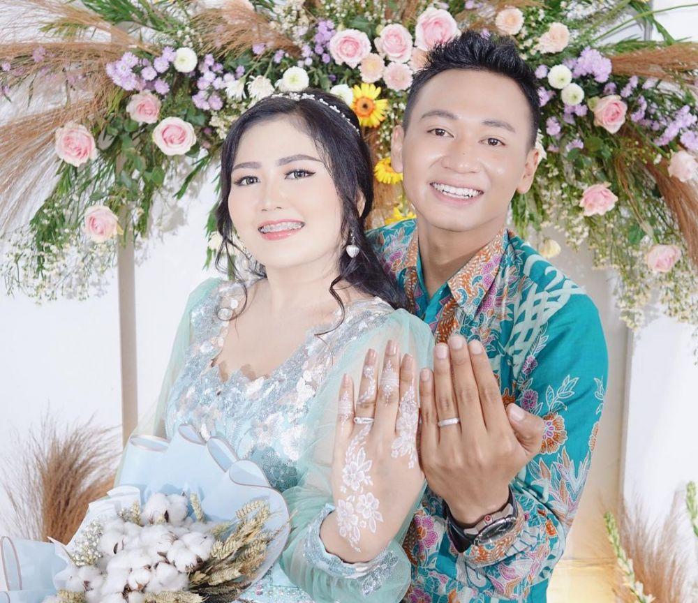 momen pertunangan adik Via Vallen © Instagram