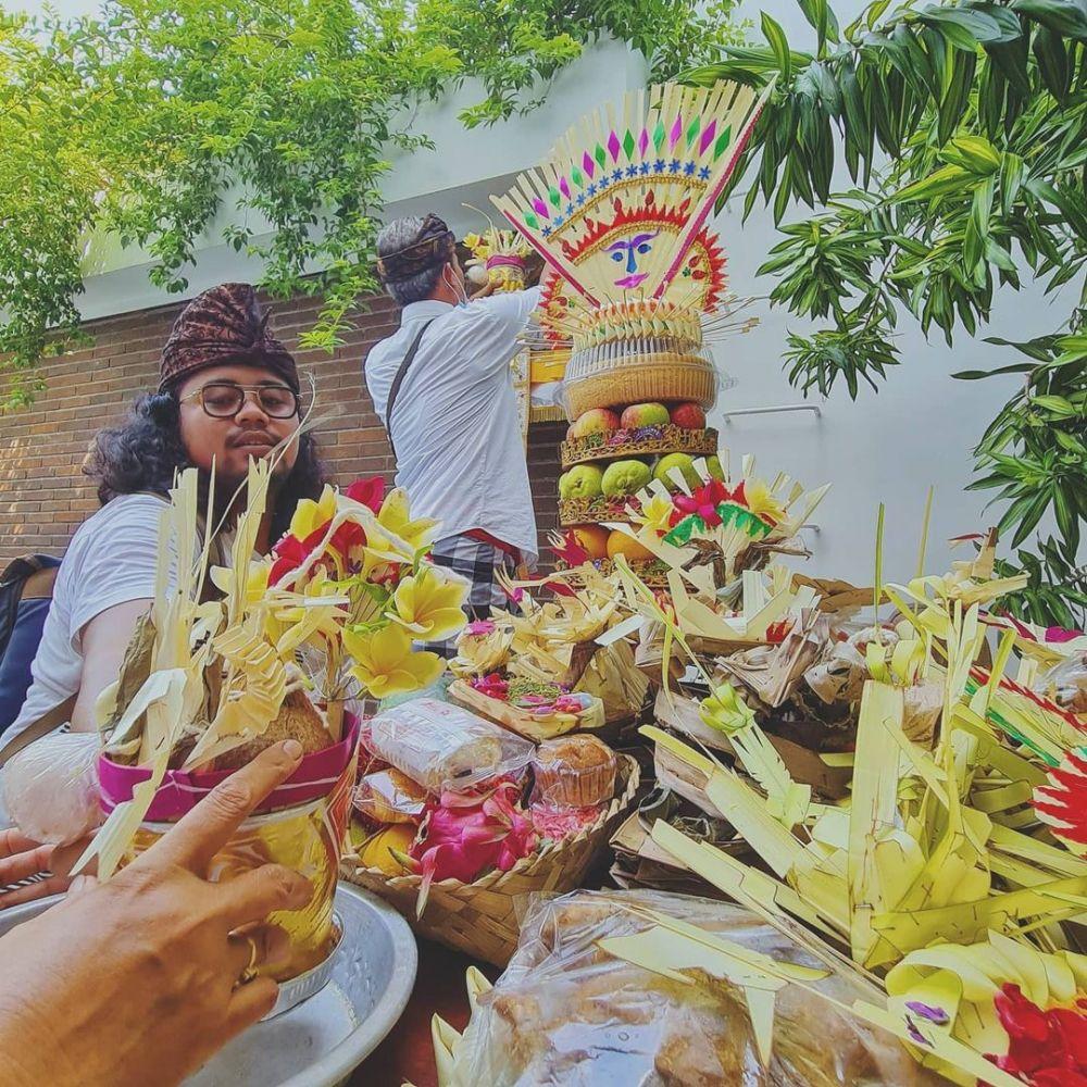 Upacara adat Bali rumah baru Raisa © Instagram