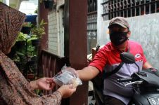 Peluh kurir pengantar paket di masa pandemi, tak sekadar antar barang