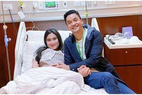 7 Momen Angbeen Rishi melahirkan, paras sang anak bikin penasaran