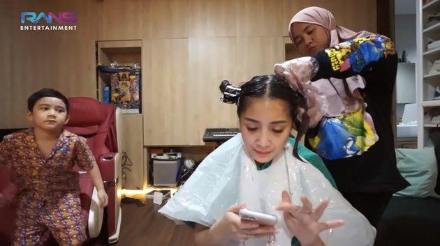 aksi nagita ngecat rambut © YouTube