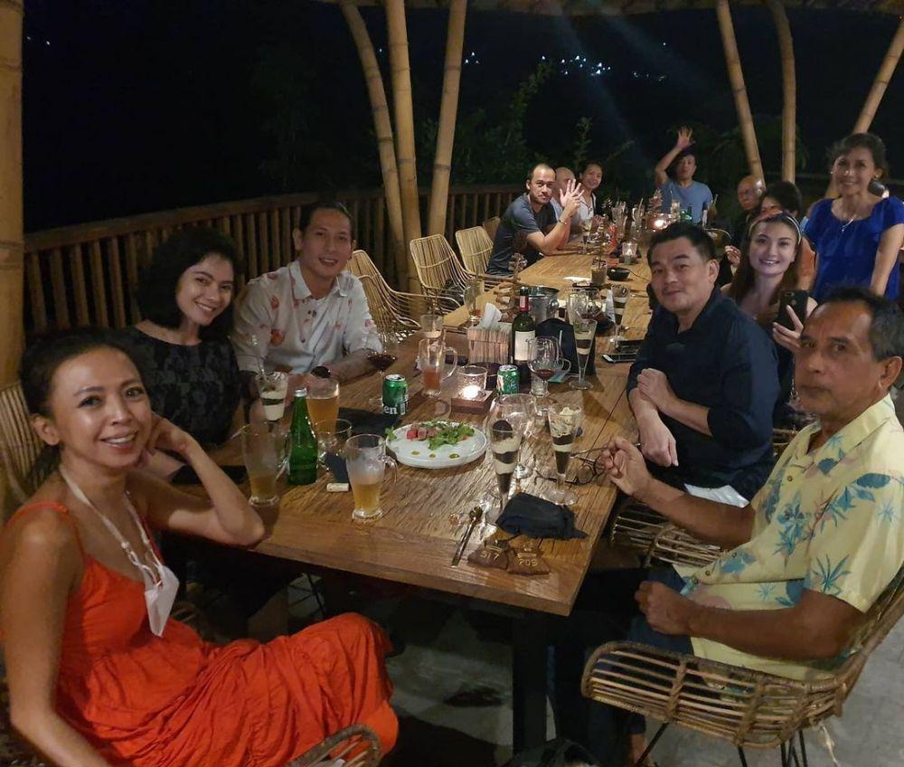 Chef Juna dan kekasih di Bali © 2021 brilio.net