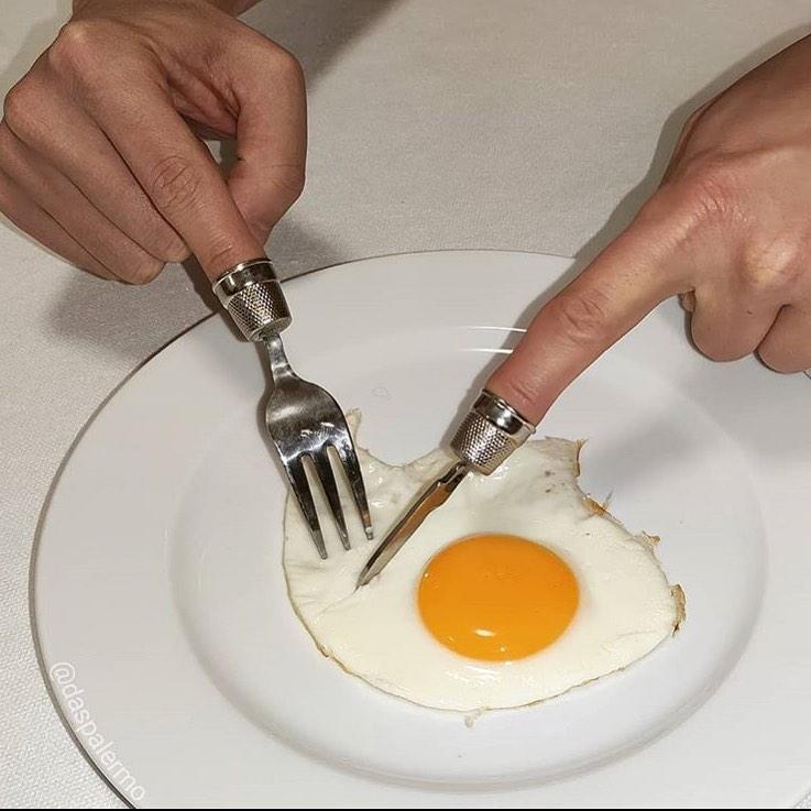 garpu dengan bentuk absurd Berbagai sumber