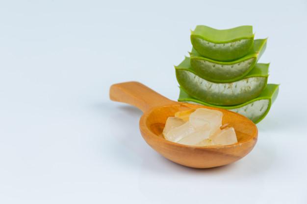 Cara membuat masker mata dari lidah buaya freepik.com