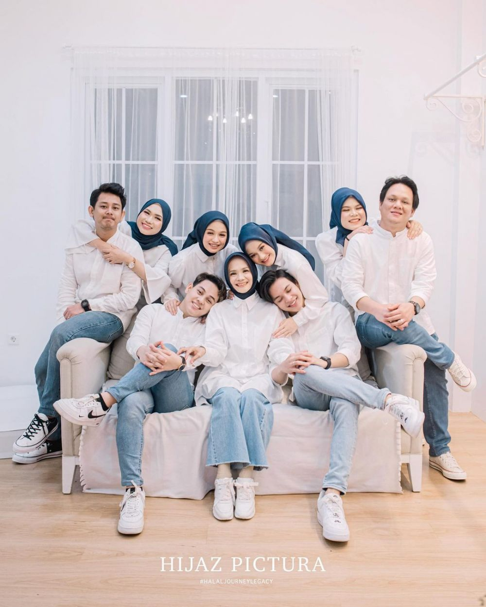 pemotretan keluarga Dinda Hauw © Instagram