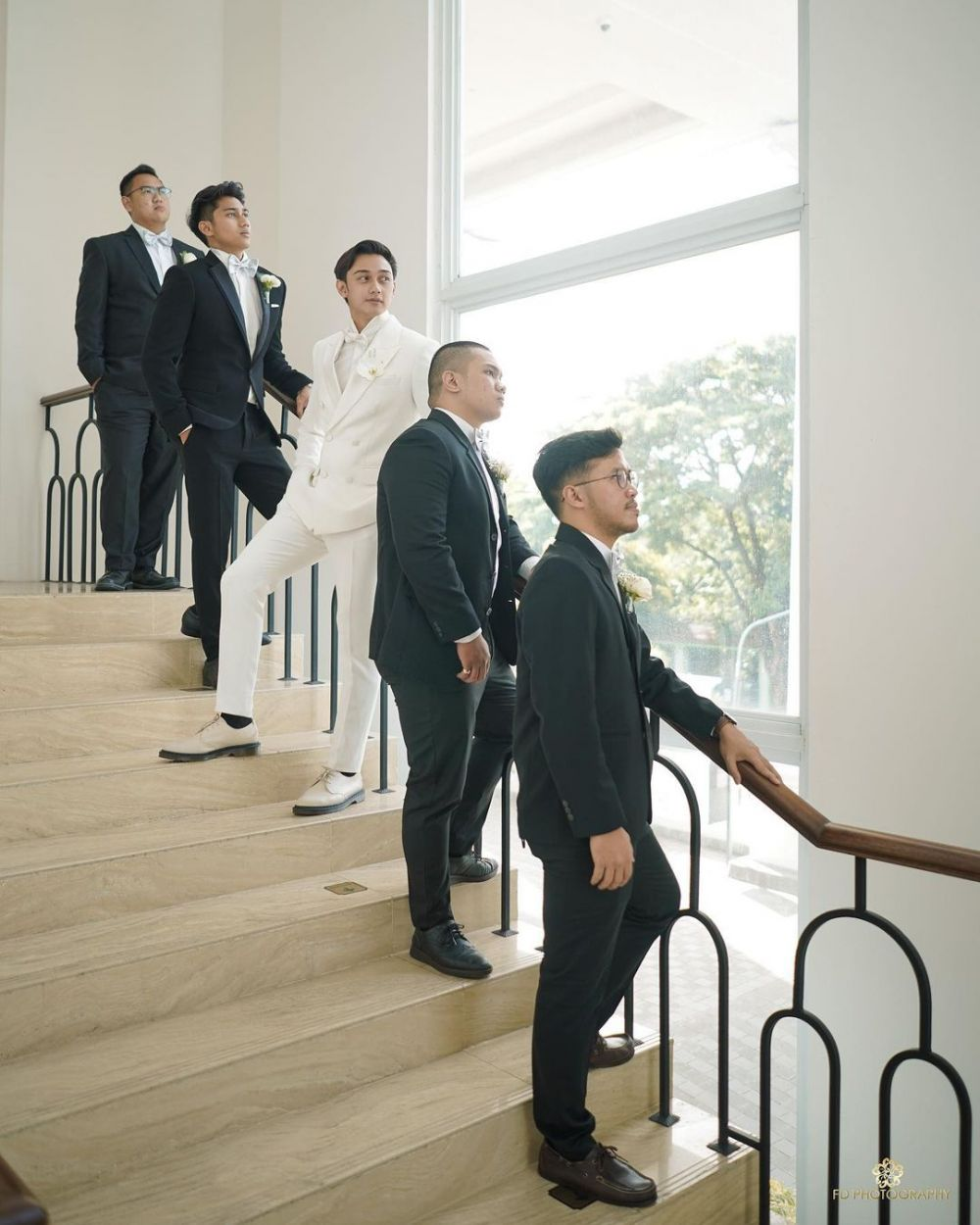 Caesar Hito dan groomsmen © Instagram