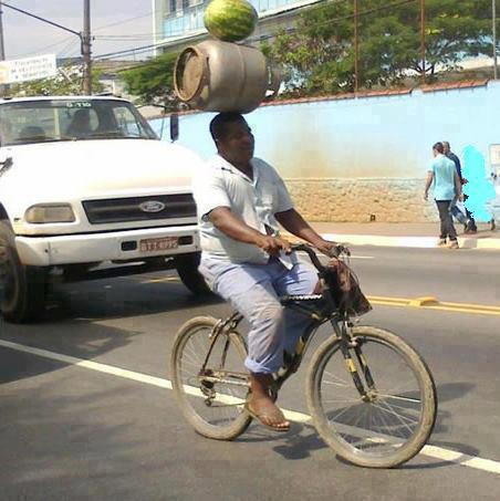 bawa barang pakai sepeda © Berbagai Sumber