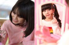 Jangan dimarahi, ini 4 tips orang tua kalau si kecil suka berdandan