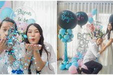 10 Momen baby shower Ana Riana, bertema garden party serba putih
