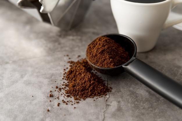 Cara membuat masker kopi dan lemon freepik.com