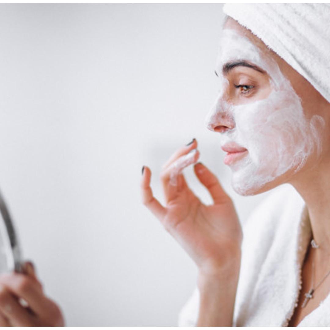 8 Manfaat daun pepaya untuk kecantikan, bikin wajah jadi glowing