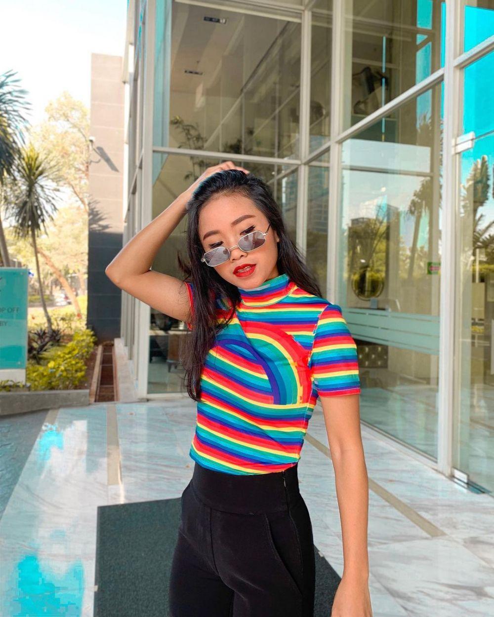 potret Ayya Renita bermakeup tebal Instagram