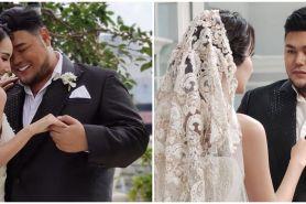 6 Potret Ivan Gunawan & Bella Aprilia pakai baju pengantin