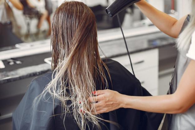Cara sederhana bikin rambut jadi berkilau © freepik.com