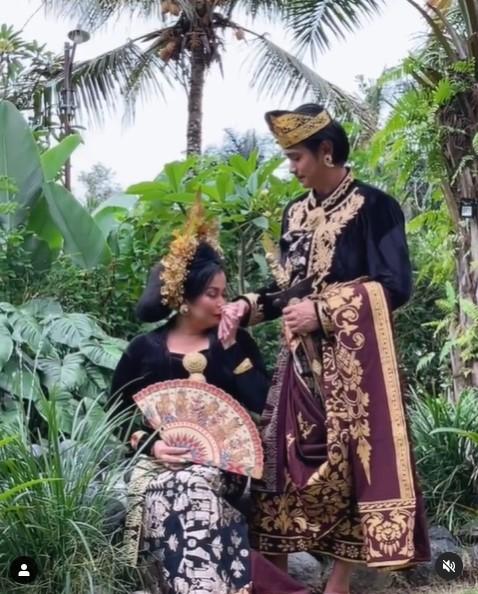 Jennifer Jill dandan pakai paes Bali © Instagram