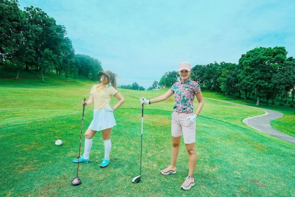 OOTD Luna Maya main golf © Instagram