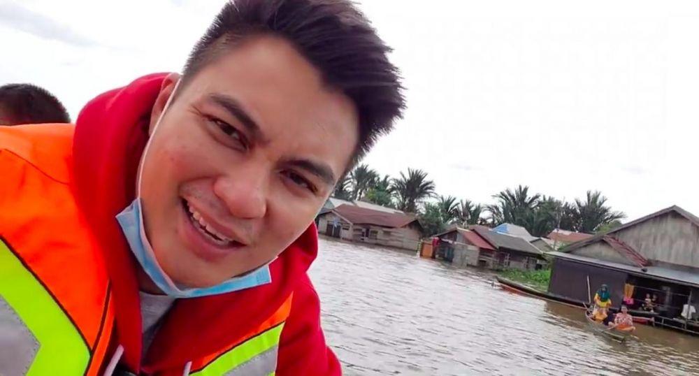 Baim Wong kunjungi korban banjir © 2021 brilio.net