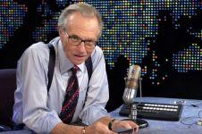 Penyiar legendaris Larry King berpulang di usia 87 tahun, ini kisahnya