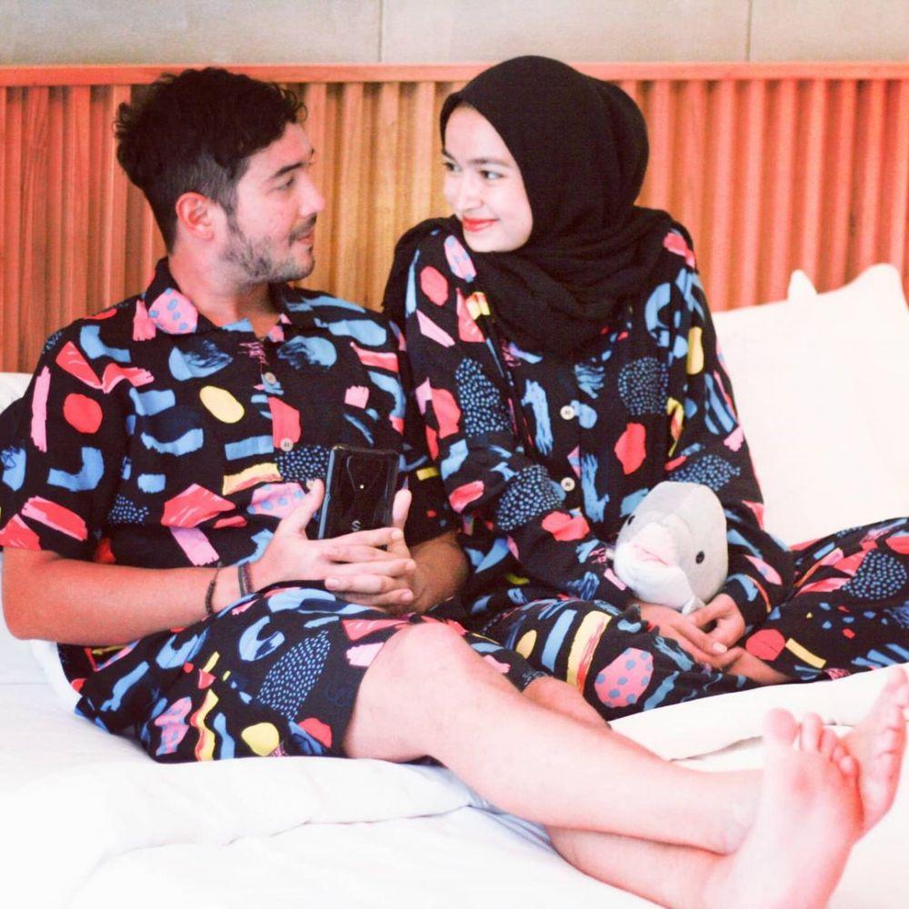 seleb kembaran baju dengan pasangan © Instagram