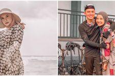 8 Gaya OOTD hamil ala Zaskia Sungkar, tetap kece dan stylish