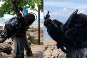 Viral pria gendong motor di bahu, bikin netizen melongo