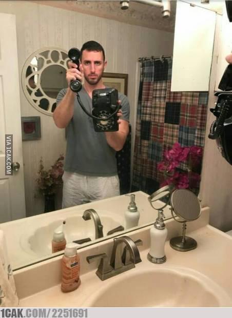 orang mirror selfie © Berbagai Sumber