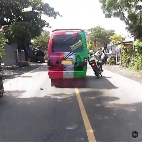 Polisi di Probolinggo diserempet Instagram © 2021 brilio.net