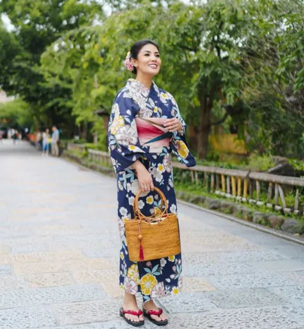 penyanyi cantik pakai kimono © Instagram