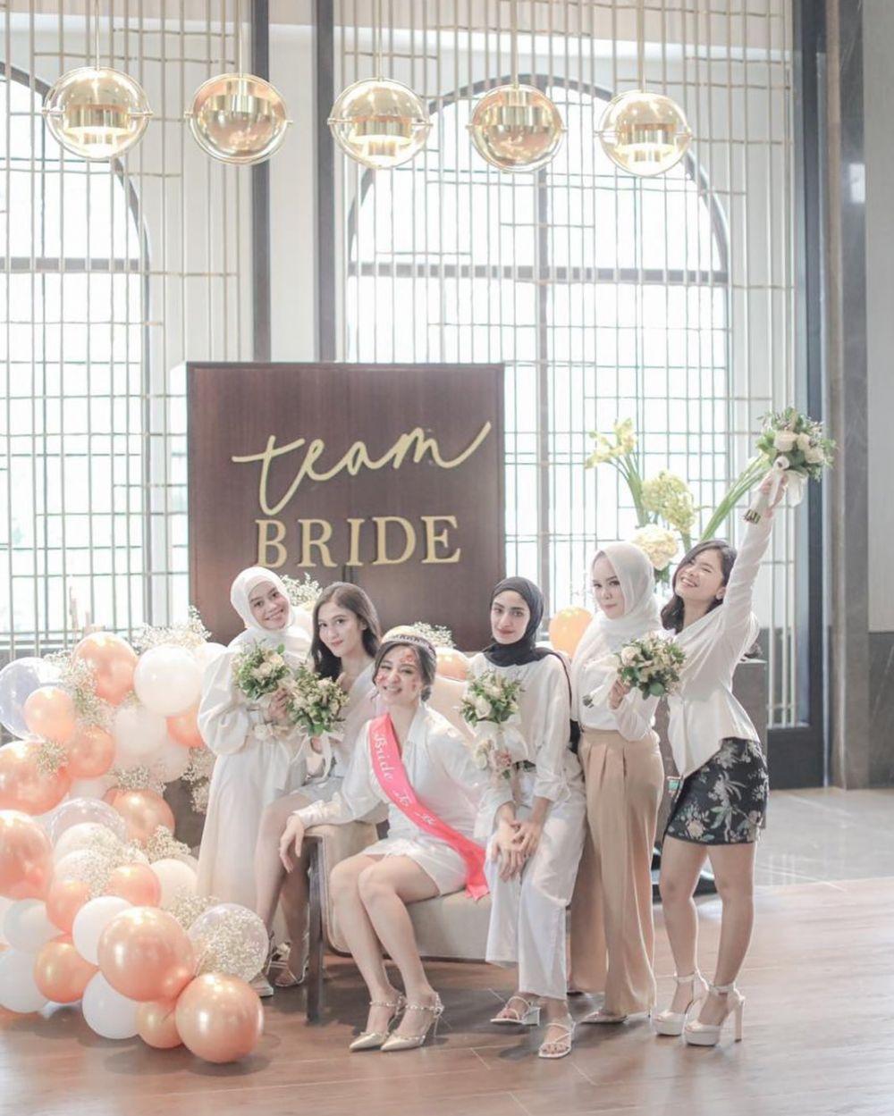 bridesmaid ali dan margin © Instagram