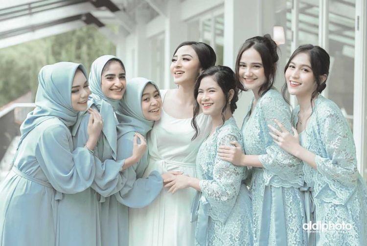 10 Potret bridesmaid pernikahan Ali Syakieb dan Margin Wieheerm