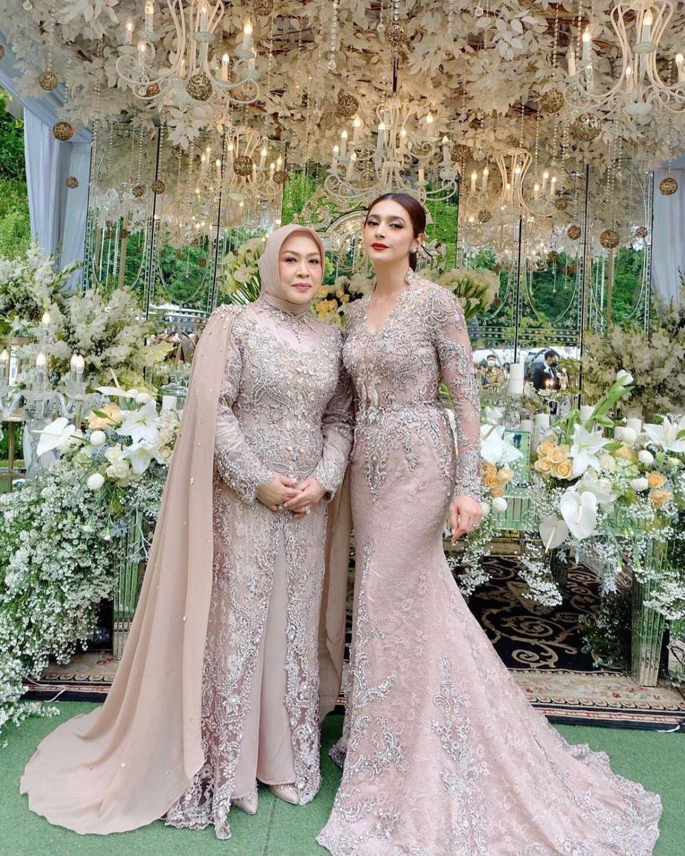 Nabila Syakieb di pernikahan Ali dan Margin © Instagram