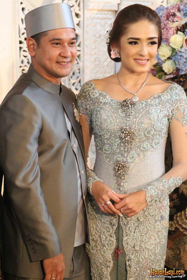 Seleb blasteran menikah baju adat ©