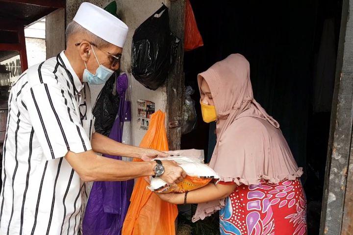 4 Aksi Habib Hasan Mulachela, giliran berbagi rezeki pada warga Cakung