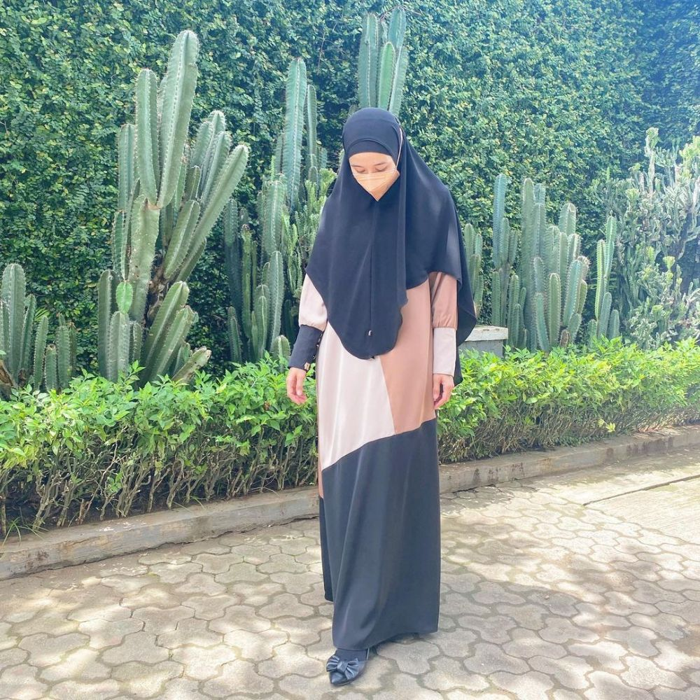 Laudya Cynthia Bella dengan hijab syar'i © Instagram