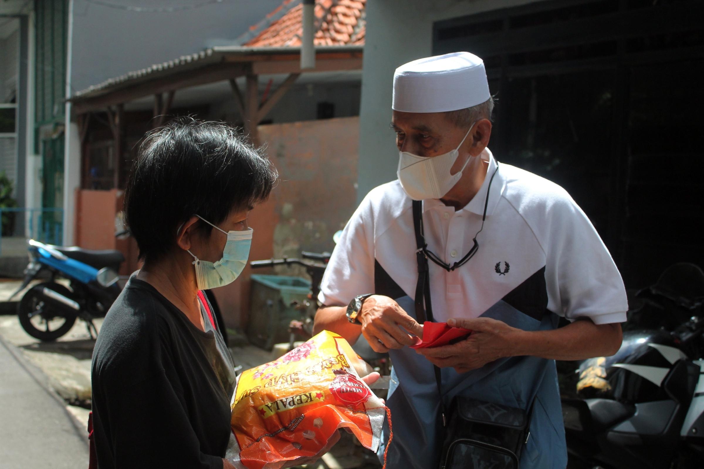 Jelang Imlek, Habib Hasan Mulachela beri bantuan untuk warga Tionghoa
