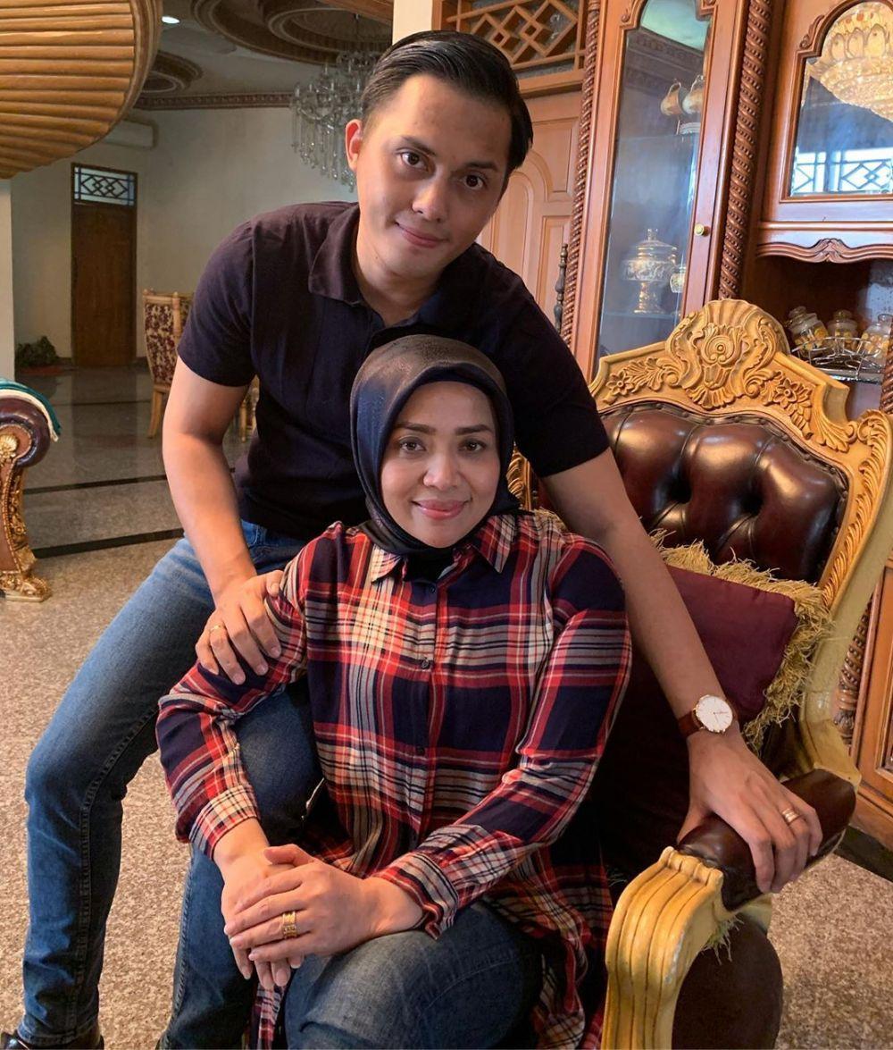 Potret Muzdalifah saat kenakan celana jeans Instagram