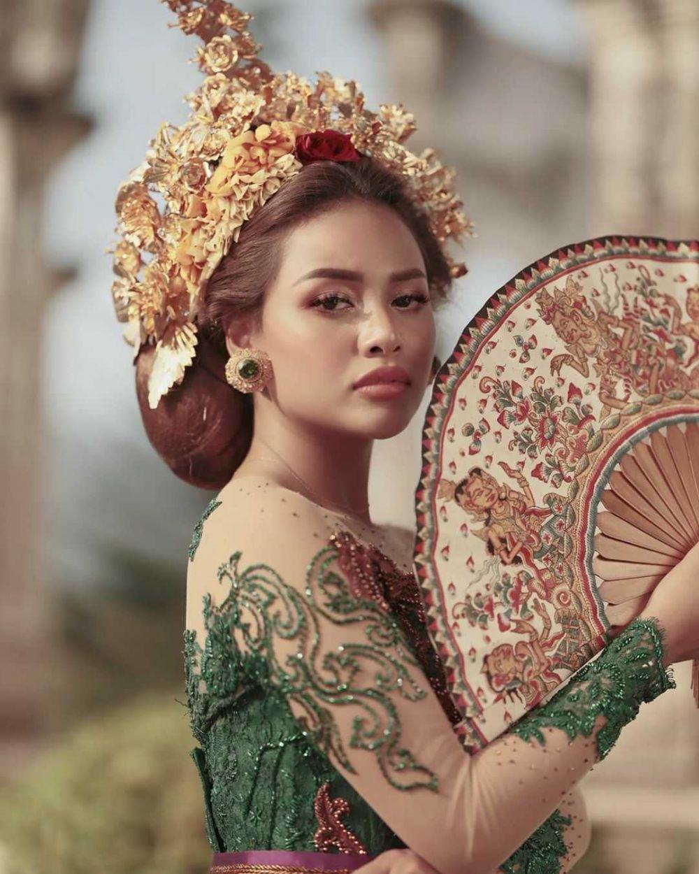 pemotretan seleb dengan busana adat bali © Instagram