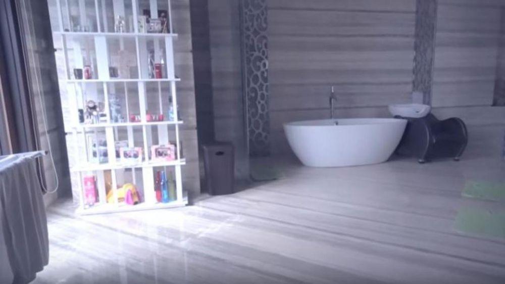Penampakan kamar mandi canggih seleb © 2021 brilio.net