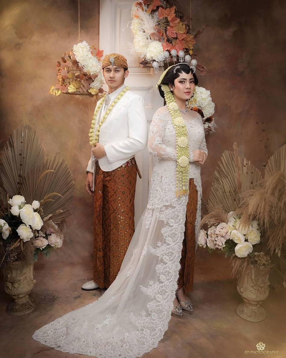 Pasangan seleb bak pengantin betulan © Instagram