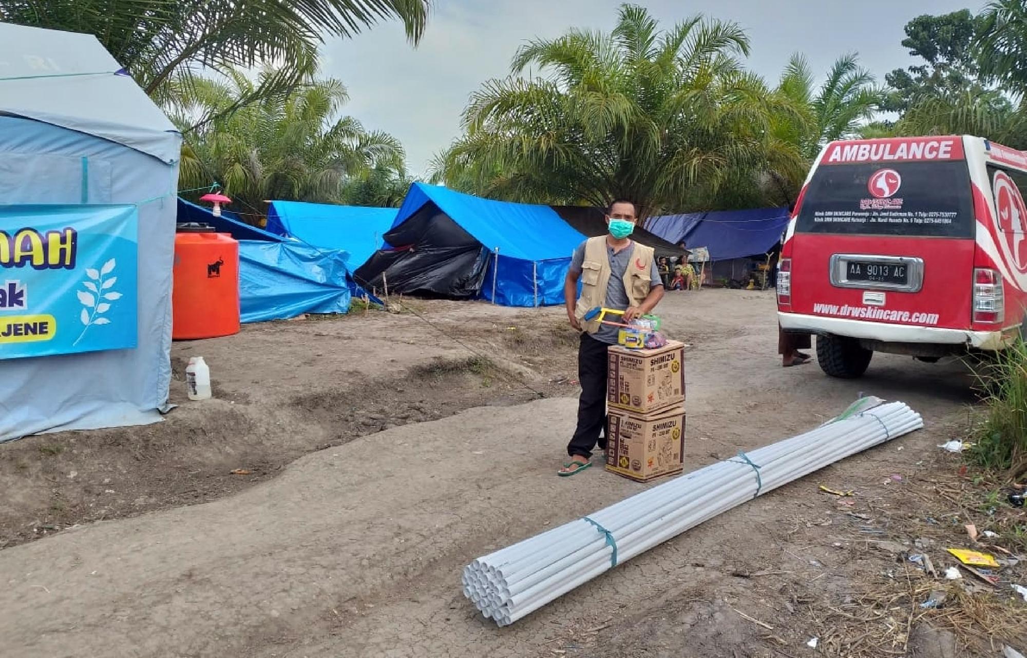 Bantu korban gempa Sulbar, tim relawan ini bangun toilet untuk warga