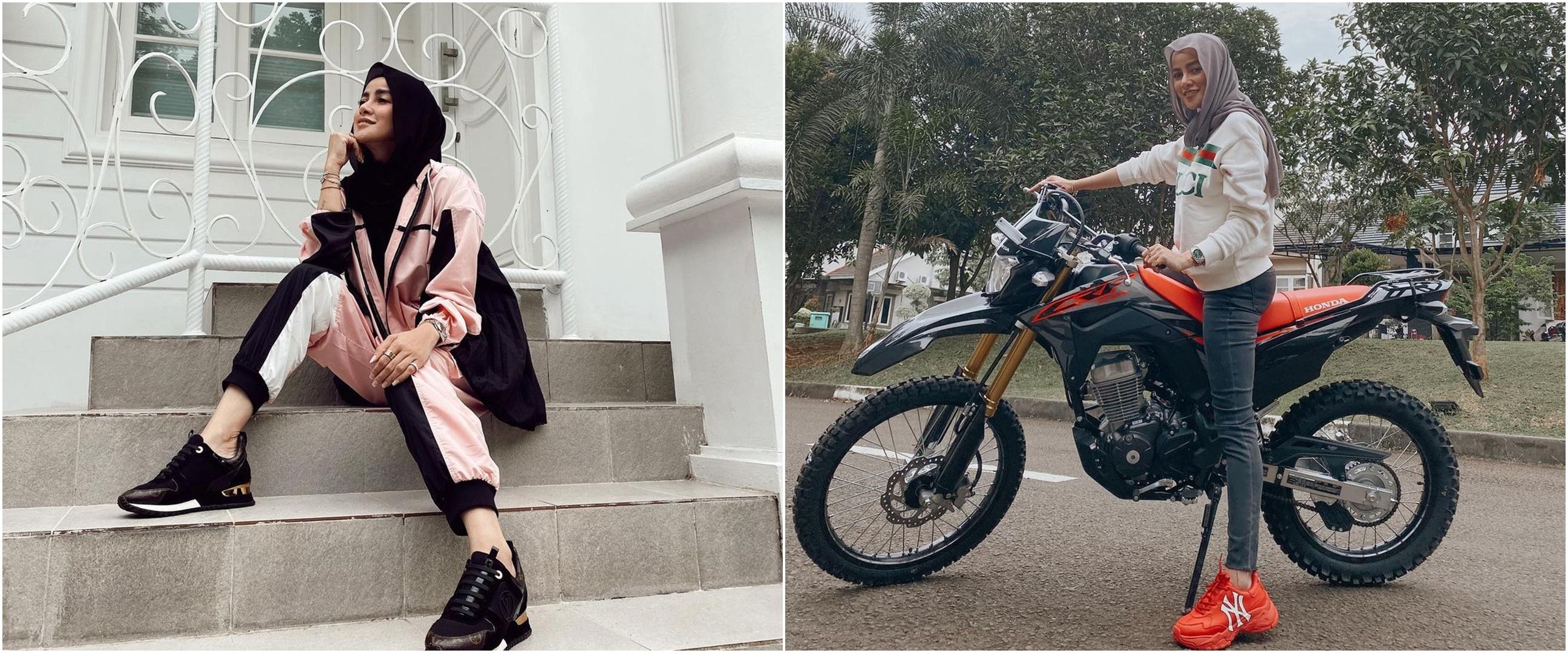 6 Potret Olla Ramlan naik motor, gayanya tetap stylish dan cantik
